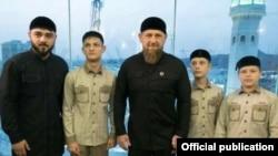 Глава Чечни Рамзан Кадыров с сыновьями и племянником