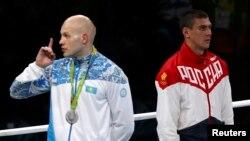Қазақстандық боксшы Василий Левит пен ресейлік Евгений Тищенко Рио олимпиадасының марапаттау рәсімінде.