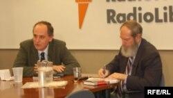 Edward Lucas and moderator David Shipler