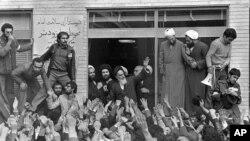 ساعت ششم - انقلاب با «آزادی» چه کرد؟