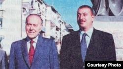 Ադրբեջանի նախկին նախագահ Հեյդար Ալիեւը որդու` ներկայիս նախագահ Իլհամ Ալիեւի հետ, արխիվային լուսանկար