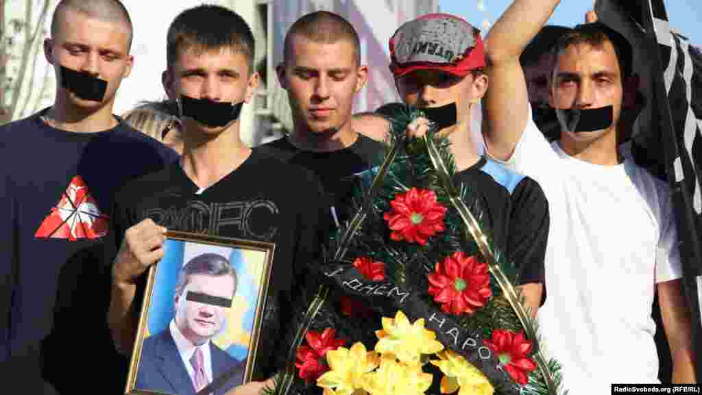 Ukraine -- Yanukovych was congratulated with his birthday, Cherkassy, 9Jul2012