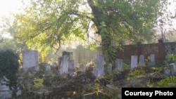 Pietre tombale la cimitirul sefarad din București...
