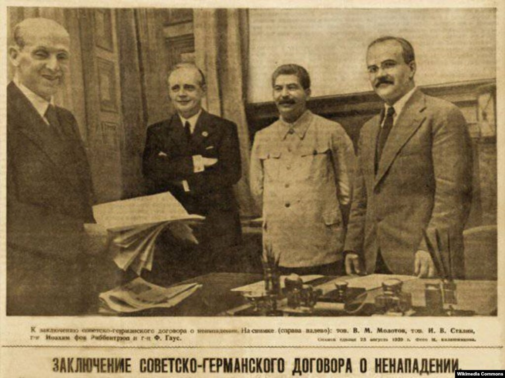 Молотов-Рибентроп пактына кол коюу учуру. 1939-жыл.