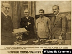 Молотов-Рибентроп пактына кол коюу учуру. 1939.