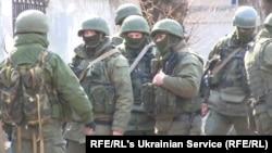 """Российские """"зеленые человечки"""" в Крыму"""