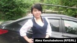 Мектеп бітіруші Индира Жүндібаева. Алматы, 21 мамыр 2014 жыл.