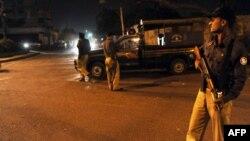 Policija u Pakistanu prilikom hapšenja Baradara, 2010.
