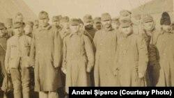 Prizonieri Centrali reveniți din pădurea Bârnova la Șipote, 1918. Sursa: Andrei Șiperco (ed.), Tragedii și suferințe neștiute...., 2003 (AFB, E 2020 Schachtel nr. 111)