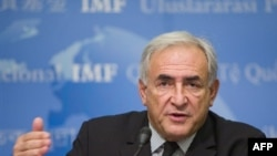 دومینیک اشتراوس کان، رییس صندوق بین المللی پول، اصلاحات اخير در این نهاد را «پله نخست» توصيف کرد و افزود: «شروع حرکت بهتر از درجا زدن است.»( عکس: AFP)