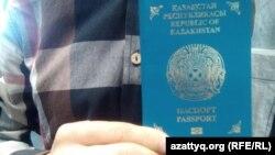 Казахстанский загранпаспорт. Иллюстративное фото.