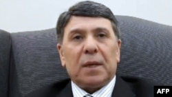 Министр Абдо Хуссамеддин өзүнүн кызматтан кетээрин YouTube сайтында жарыяланган видеодо билдирди, 7-март, 2012