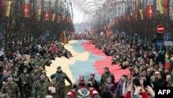 Марш в Вильнюсе в честь 25-летия независимости Литвы от Советского Союза
