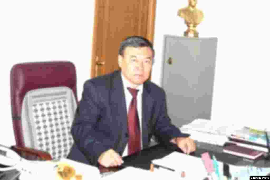 В письменном ответе Азаттыку аким Темирского района Бауыржан Каниев отрицает факт давления на Ардак Кубашеву и жалобы на отравление воздуха и воды.