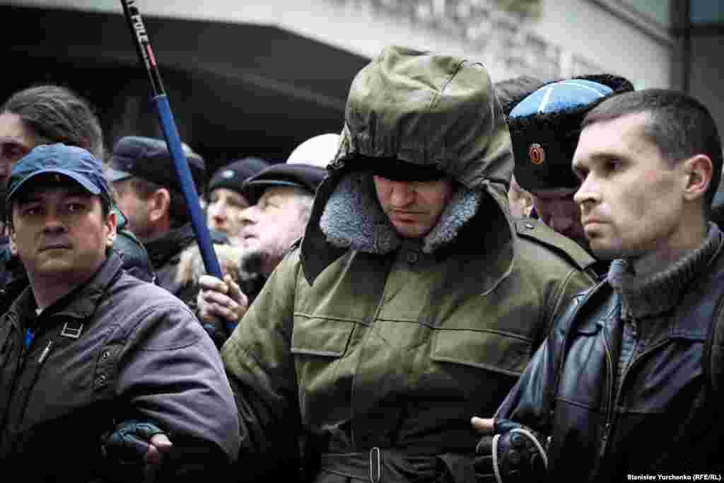Один из пророссийски настроенных участников митинга