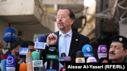 ممثل امين عام الامم المتحدة في العراق مارتن كوبلر يتحدث في مؤتمر صحفي بالنجف.