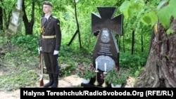 Довгі роки могила Олександра Чеховича була закинута