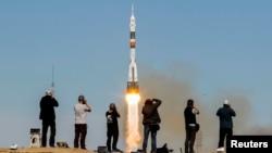 """""""Союз-ФГ"""" зымыран тасығышының Байқоңырдан ғарышқа ұшырылған сәті. 11 қазан 2018 жыл."""