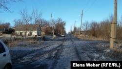 Потемневший снег в квартале АБВ на окраине Темиртау. 26 февраля 2018 года.