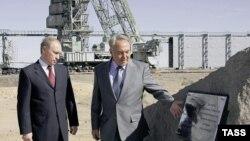 У президента Казахстана не забалуешь. Вместе с Владимиром Путиным на «гагаринской» площадке