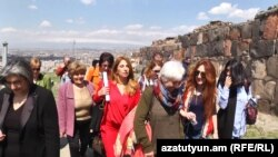 Armenia - Opposition leader Zaruhi Postanjian (C) and her supporters visit the ruins of Erebuni fortress in Yerevan, 18Apr2017.