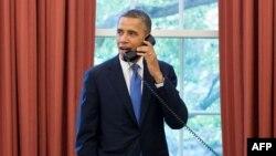 Ağ Ev. Prezident Obama telefonla danışarkən