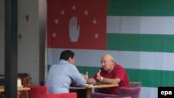 Если говорить о восприятии сегодняшнего обострения и в целом карабахского конфликта в абхазском обществе (как и в югоосетинском), тот тут, конечно, ощущается однозначная поддержка армянской стороны
