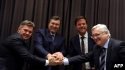 Ukrainian Energy Minister Eduard Stavitsky , Ukrainian President, Viktor Yanukovych, Dutch Prime Minister Mark Rutte and Shell CEO Peter Voser shake hands in Davos, 24Jan2013