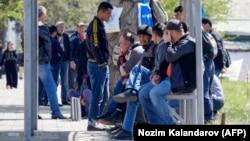 Рынок разнорабочих в Душанбе. Люди не могут найти работу даже там