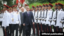 Singapore - President of Armenia Serzh Sarkisian (C) on a state visit to Singapore, 28Mar2012
