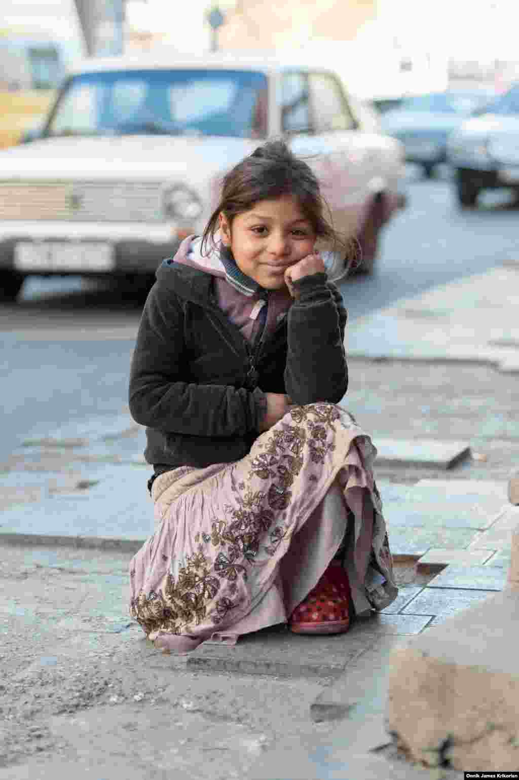 По данным благотворительной организации Каритас, этнические грузины составляют примерно половину всех беспризорных на улицах Тбилиси. В последнее время все чаще среди бездомных детей встречаются курды