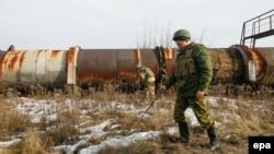 Пророссийские сепаратисты в районе населенного пункта Горловка в Донецкой области Украины. 18 января 2016 года.