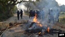 Сутичка протестувальників з поліцією в окрузі Борга на півночі Бангладеш, 28 лютого 2013 року