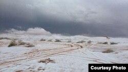 Пустыни Саудовской Аравии покрылись снегом. Фото телеканала Аль-Арабия.