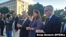 Ambasador SAD Kajl Skat (treći s desna) na skupu u Beogradu, 11. jul 2019.