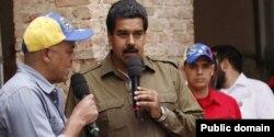 """Николас Мадуро в одном из самых нищих и """"революционных"""" штатов Венесуэлы, на родине Уго Чавеса в Баринасе"""