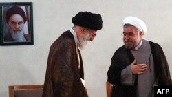 Lideri suprem i Iranit, Ajatollah Ali Khamenei gjatë takimit me presidentin e zgjedhur në qershor, Hassan Rohani, 16 qershor 2013