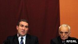 Депутат грузинского парламента, глава комитета по вопросам Северного Кавказа и диаспоры Нугзар Циклаури (слева)
