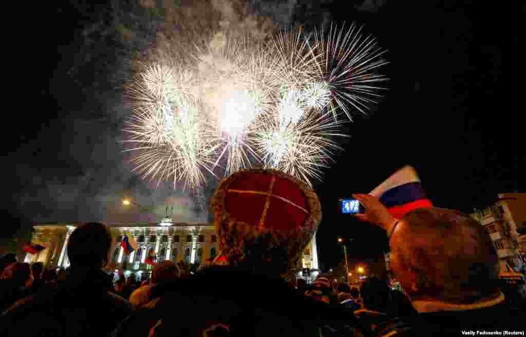 21 марта 2014, Симферополь. Фейерверки над главной площадью Симферополя
