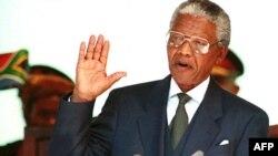 Nelson Mandela polaže predsedničku zakletvu u Pretoriji, 10. maj 1994.