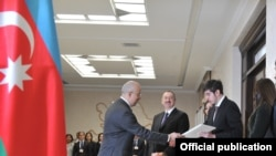 Президент Илҳом Алиев овоз бермоқда