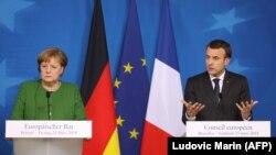 Cancelarul german Angela Merkel şi preşedintele francez Emmanuel Macron