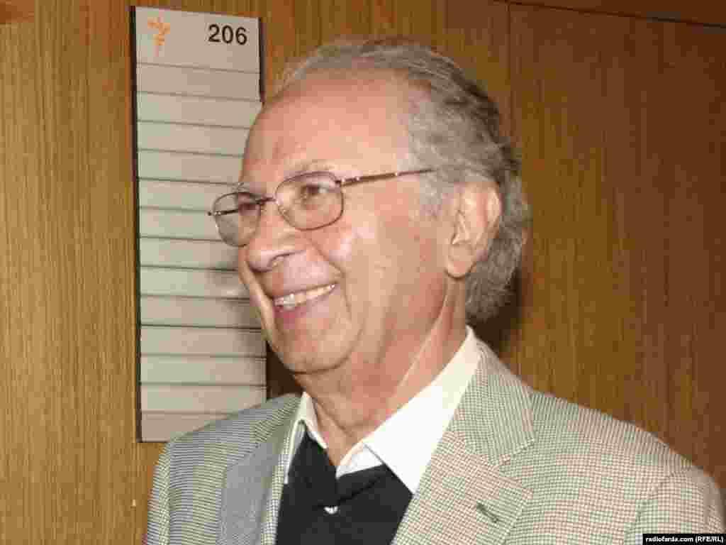 ایرج گرگین در تحریریه رادیو فردا در پراگ -- ۱۶ خرداد ۸۶
