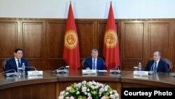 Жыйындын катышуучуларын президент Алмазбек Атамбаев кабыл алды