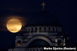Za saradnju države sa crkvama i verskim zajednicama opredeljeno je skoro 8,9 miliona evra (Hram Svetog Save u Beogradu)