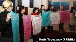 Журналистердің наразылығы. Алматы, 28 ақпан 2013 жыл.