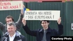 Demonstrație în favoarea guvernului Filat a moldovenilor de la Lisabona