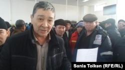 Амин Елеусинов, председатель профсоюза нефтесервисного предприятия Oil Construction Company (OCC), в акимате города Актау. 5 января 2017 года.