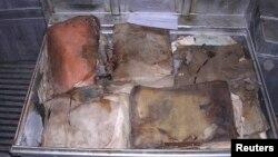بعض من الارشيف اليهودي العراقي الذي عثر عليه في اقبية المخابرات العراقية بعد سقوط نظام صدام