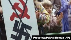 Архивное фото. Акция «Балтийский путь», больше двух миллионов человек выстроились в живую цепь между Таллином, Ригой и Вильнюсом, чтобы показать всему миру свое желание получить независимость от Советского Союза. Таллин, 23 августа 1989 года.